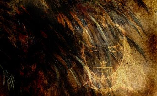 Cara de mujer con los ojos cerrados sintiendo miedo