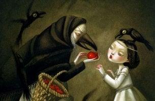 Bruja ofreciendo una manzana a blancanieves
