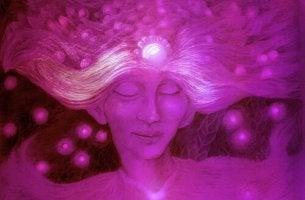 Mujer espiritual de color morado