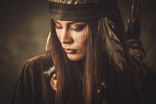 Mujer guerrera simbolizando al a mujer fatal