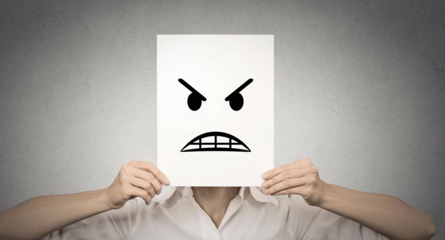 Papel con rostro mostrando enfado
