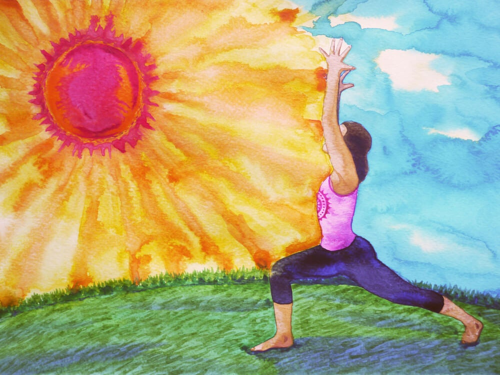 mujer saludando al sol, técnica que manejan las personas inteligentes a las personas tóxicas