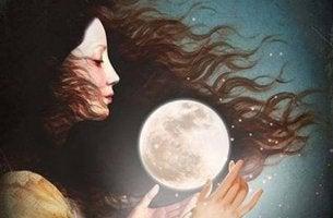 Mujer con la luna entre las manos