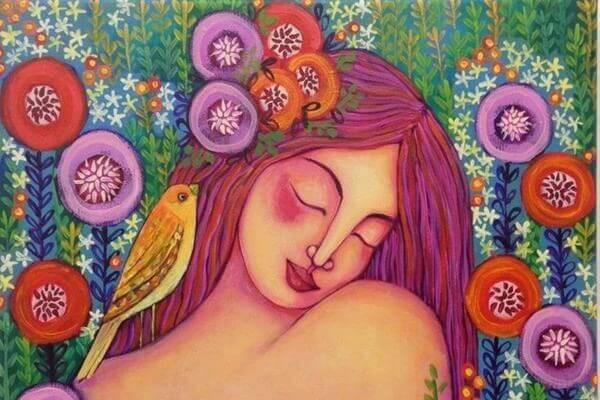 Mujer con pájaro en su pelo