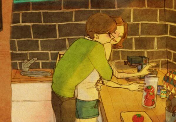 Pareja dándose un abrazo en la cocina