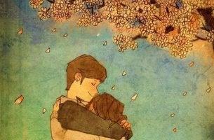Pareja dándose un abrazo bajo el árbol