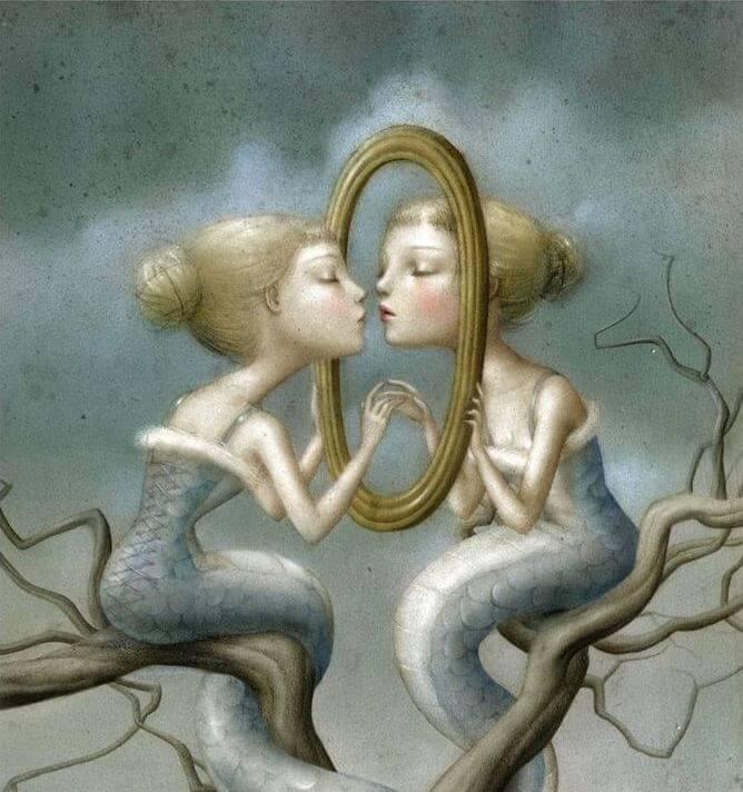 escena simbólica mujer ante sun espejo