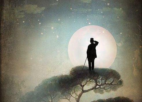 hombre en colina mirando la luna