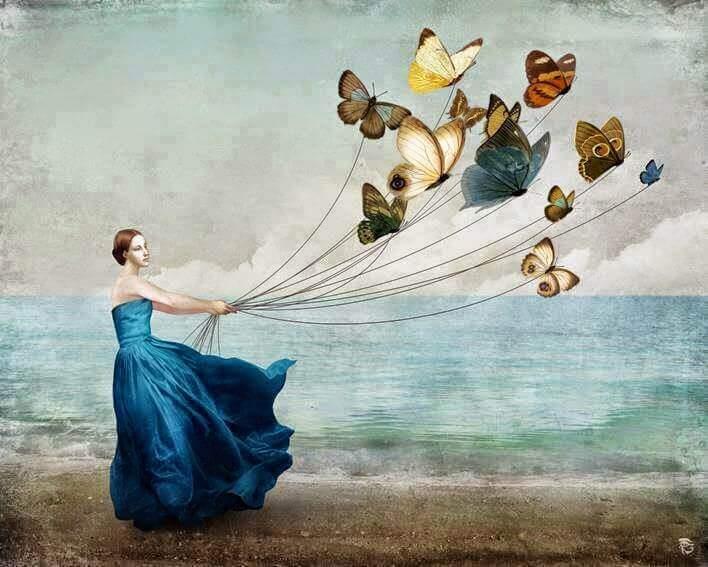 Mujer con globos mostrando sus sentimentos