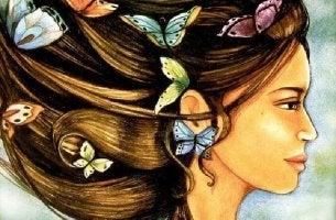 Mujer con mariposas en el pelo