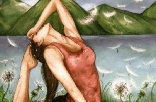 Mujer rodeada de plumas