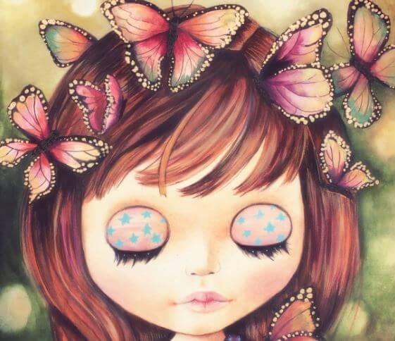 Niña con los ojos cerrados y mariposas