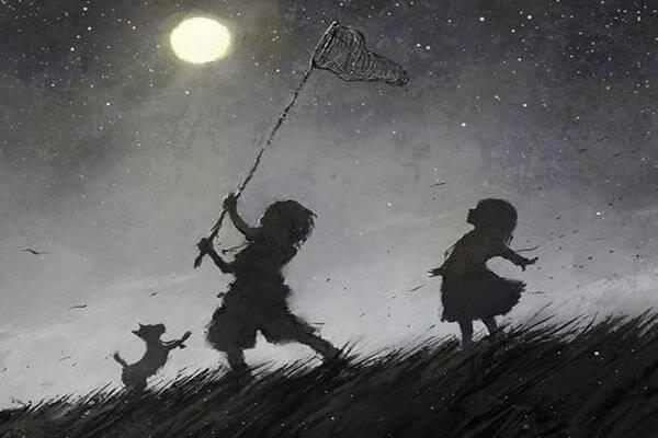 niños con cazamariposas atrapando la luna