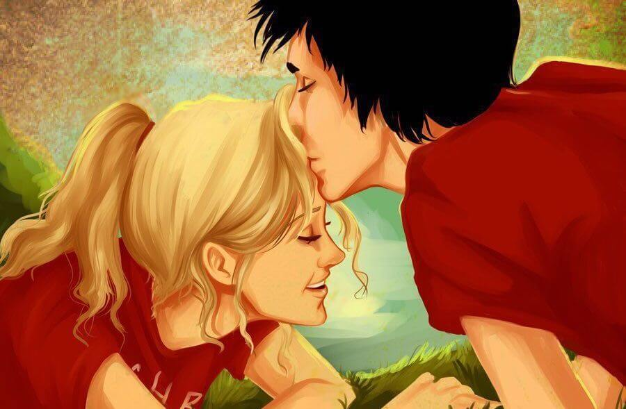 pareja beso en la frente