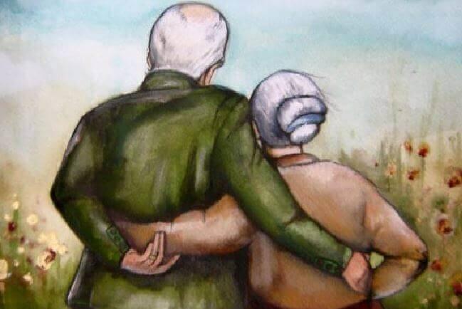 Pareja de abuelos abrazada