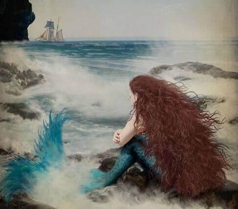 Sirena triste por desamor en el mar