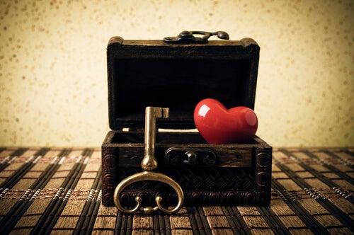 Cofre con un corazón