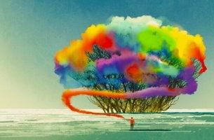 Hombre con árbol de colores