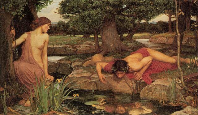 Hombre mirando su reflejo en el río