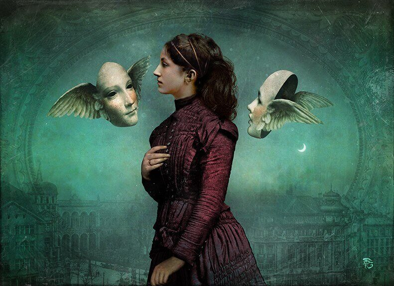 Mujer con dos caras con alas