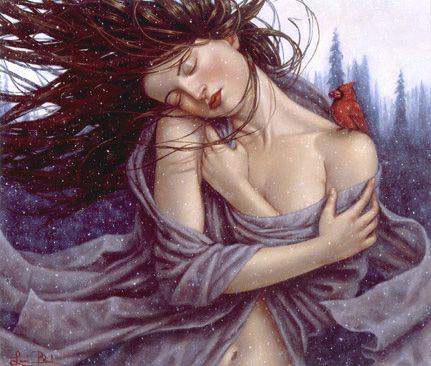 Mujer abrazádose con los ojos cerrados