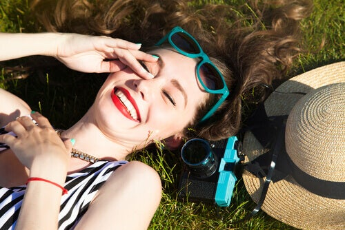 Chica joven feliz