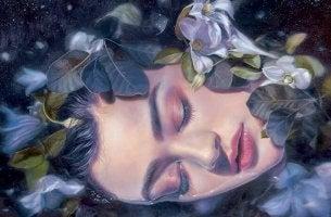 Rostro de mujer rodeado de flores