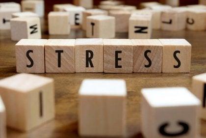 Fichas en las que pone estrés y que simbolizan al enemigo de la coherencia cardíaca