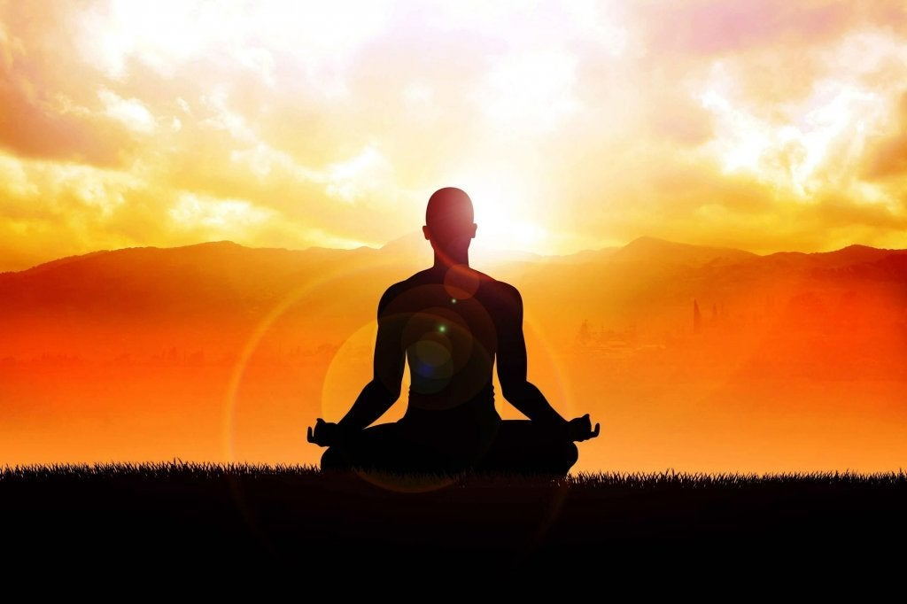 Hombre practicando la filosofía zen