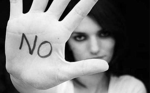 Mano diciendo no a la violencia de género