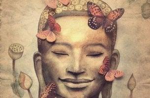 Cara de una persona feliz rodeada de mariposas