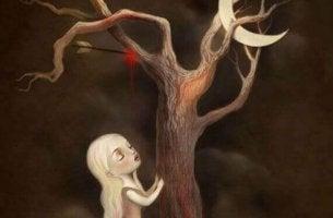 Mujer al lado de un árbol con una flecha