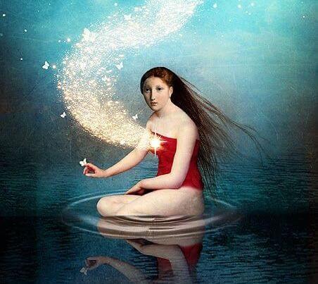 kvinne i vann med ildhjerte