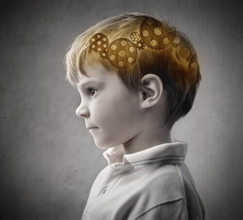 Niño mentalmente fuerte pensando y representando el efecto Flynn
