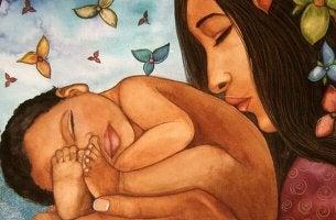 Madre besando a su hijo pequeño en la espalda