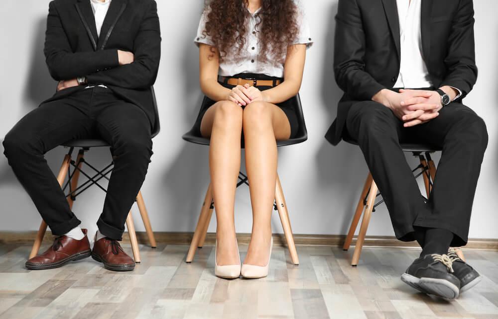 Personas con expectativas sobre una entrevista laboral