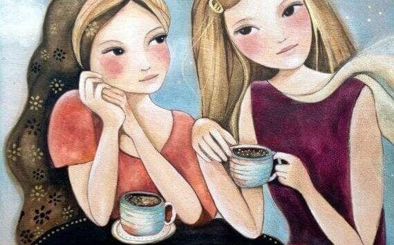 Amigas tomando café construyendo buenos momentos de complicidad