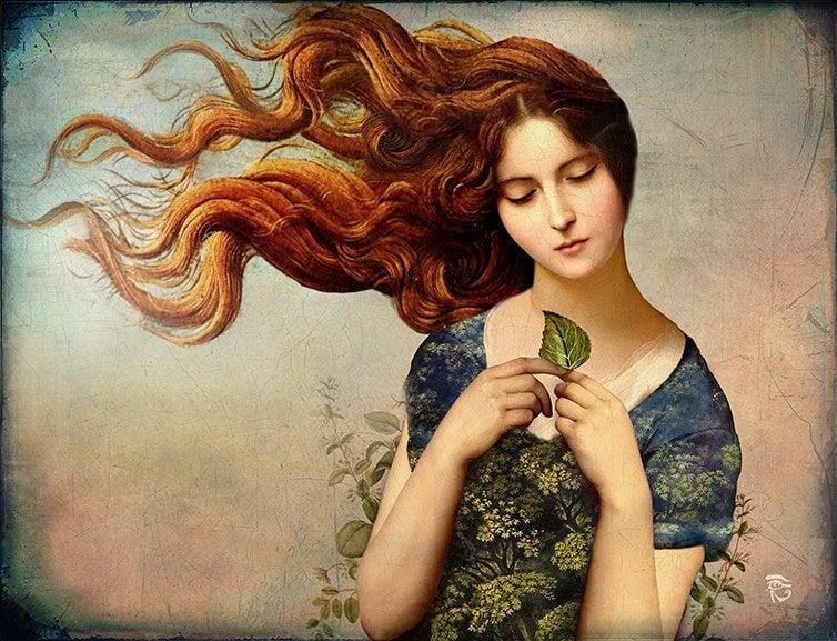 Mujer con una hoja de árbol en la mano