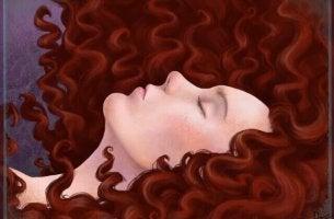 Mujer de perfil con el pelo al aire
