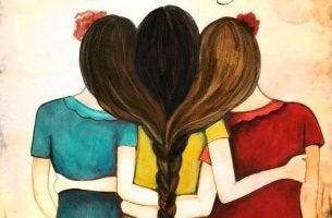 Abrazo de tres mujeres unidas
