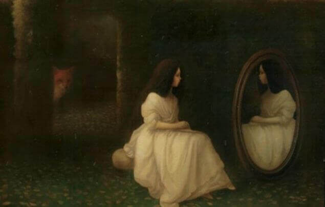 Mujer mirándose al espejo pensando en su aborto
