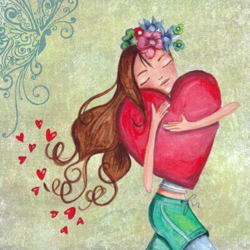 Niña abrazando un corazón