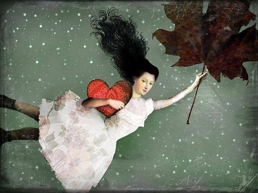 Mujer volando con una hoja de un árbol y un corazón en la mano