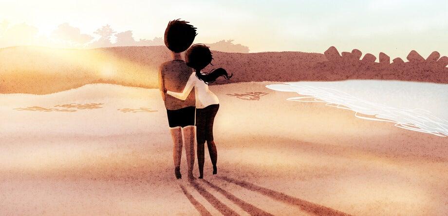 pareja enamorada caminando por playa