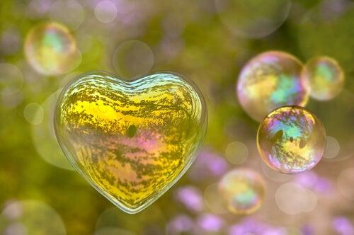 Pompas de jabón en forma de corazón