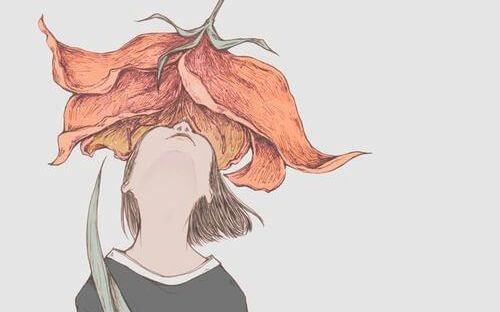Chica oliendo una flor