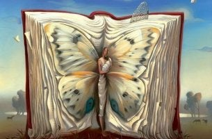 Libro con forma de mariposa