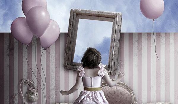 mujer ante un espejo