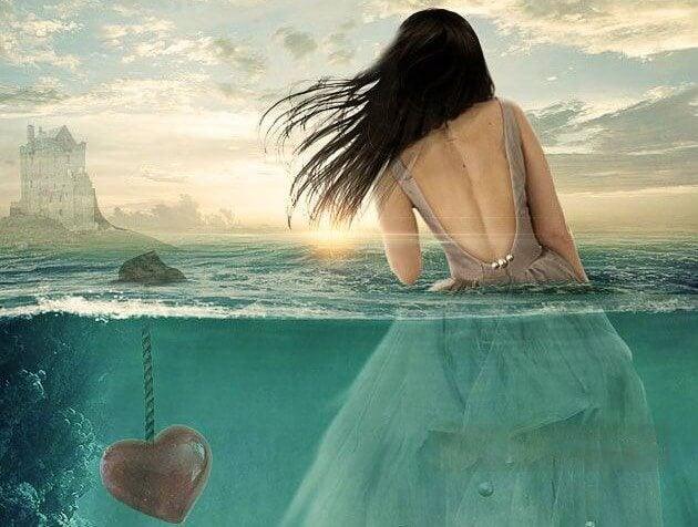 mujer en el agua al lado de un corazón sumergido representado el yo no te importo