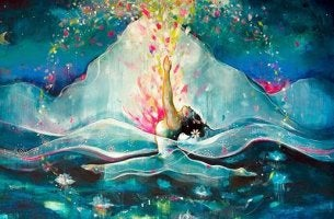 Mujer dentro del mar